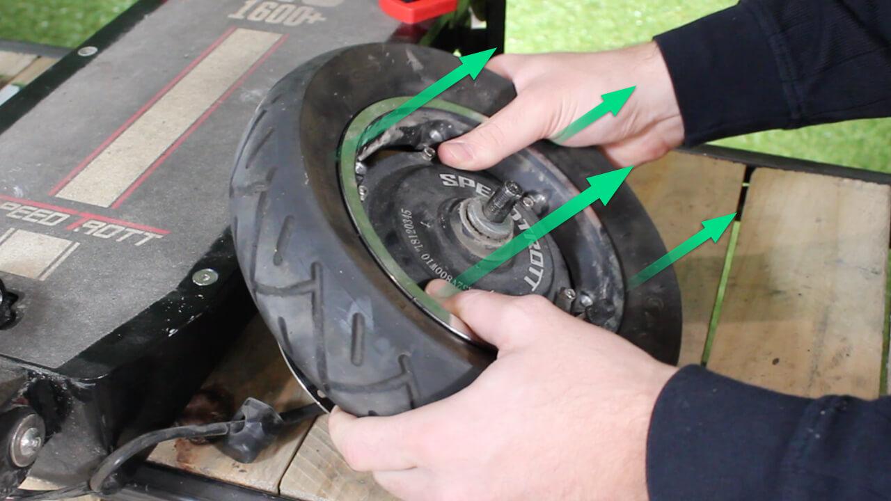 changer pneu arriere speedtrott RS 1600 trottinette electrique