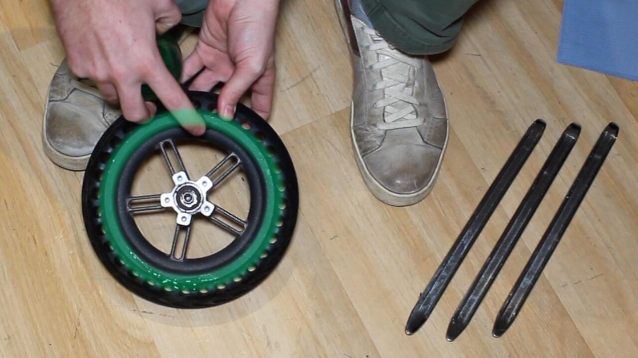 demonter pneu plein xiaomi m365